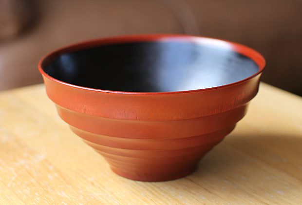 New-Lacquerware-in-the-Shop-by-Maiko-Okuno-9