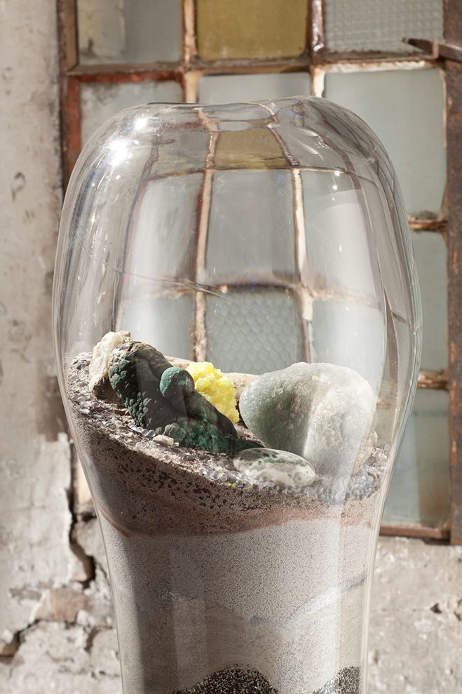 Giant-and-Living-Terrariums-by-Paula-Hayes-12