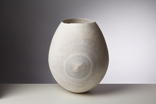 Friedemann-Buhler-Simple-but-Flowing-Woodturned-Vessels-3