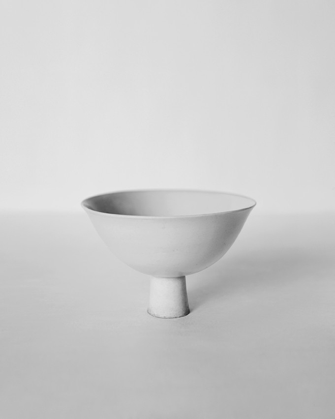 In-the-Pursuit-of-White---Porcelain-Vessels-Photographed-by-Bohnchang-Koo-6