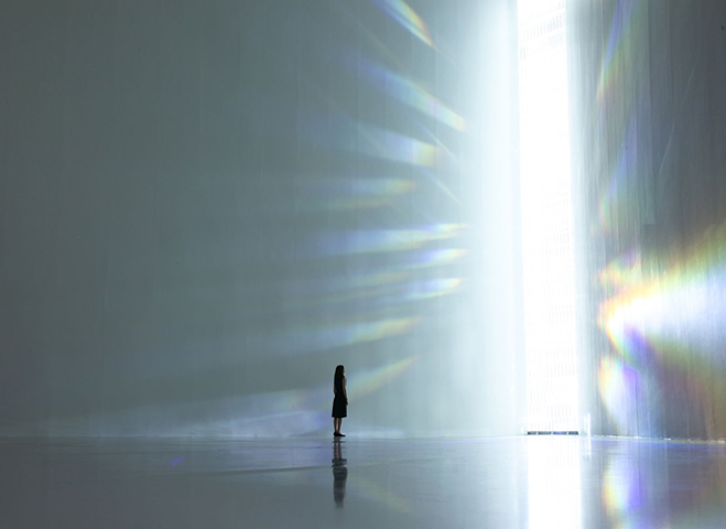 Experimenting-with-Light-&-Space---Art-by-Tokujin-Yoshioka-1