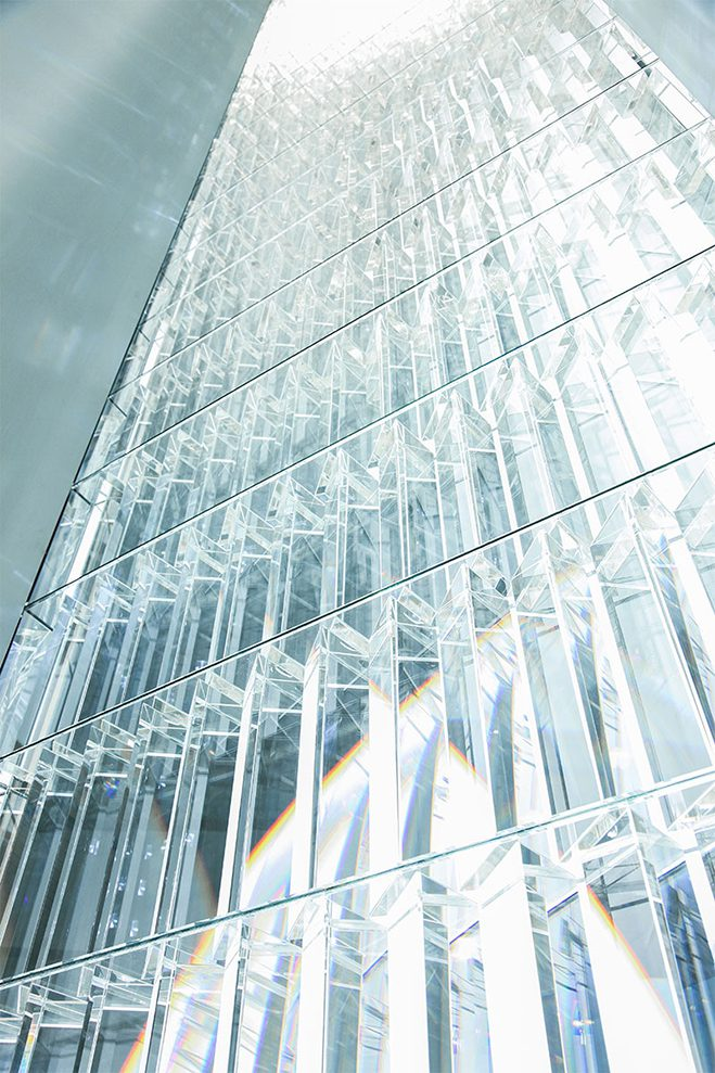 Experimenting-with-Light-&-Space---Art-by-Tokujin-Yoshioka-6
