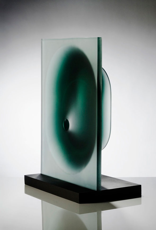Goemetric-Glass-Sculptures-by-Richard-Whiteley-9