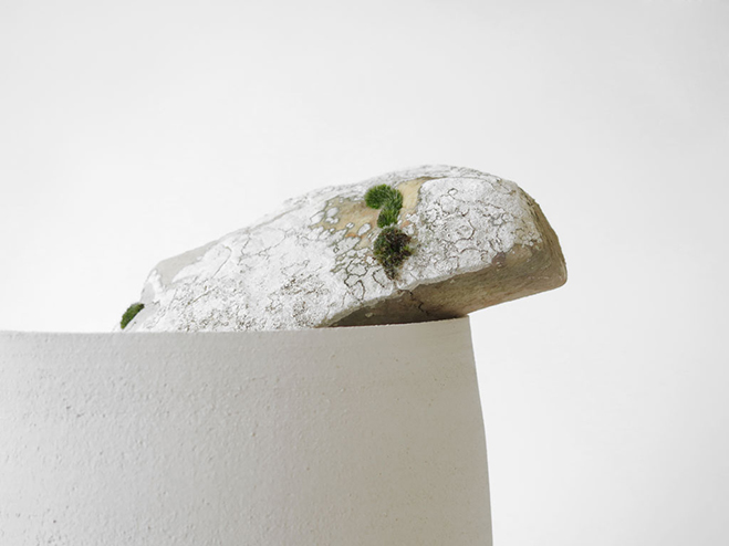 Vases-with-Stone---Unique-Vases-Produced-by-Martin-Azua-&-Marc-Vidal-4