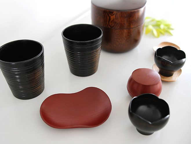 Objects that Glimmer - Lacquerware by Maiko Okuno at OEN Shop 1