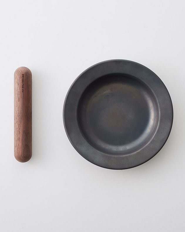 Frying Pan & Handle Set Small in Walnut at OEN Shop